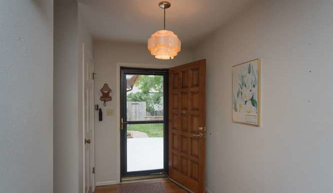 4563 Beachcomber Ct Boulder CO-small-004-016-Foyer-666x445-72dpi